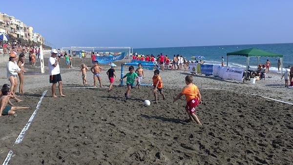 """Éxito el III Torneo de fútbol playa infantil """"Ciudad de Balerma 2011"""" con 80 participantes"""