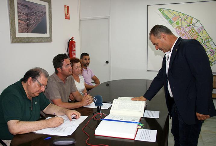 Antonio Gomez jurando cargo como presidente de la Junta Local de Balerma